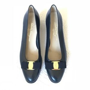 Salvatore Ferragamo Vara 1 Bow Pumps